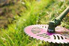 福岡市 福岡地区 一戸建て 一軒家 お庭の草刈り作業